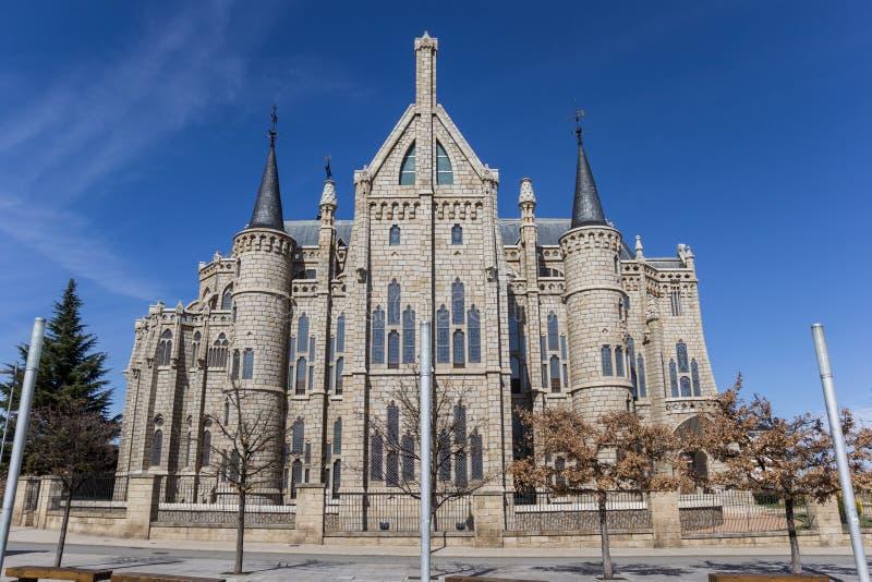 主教宫殿的门面在阿斯托加 免版税图库摄影