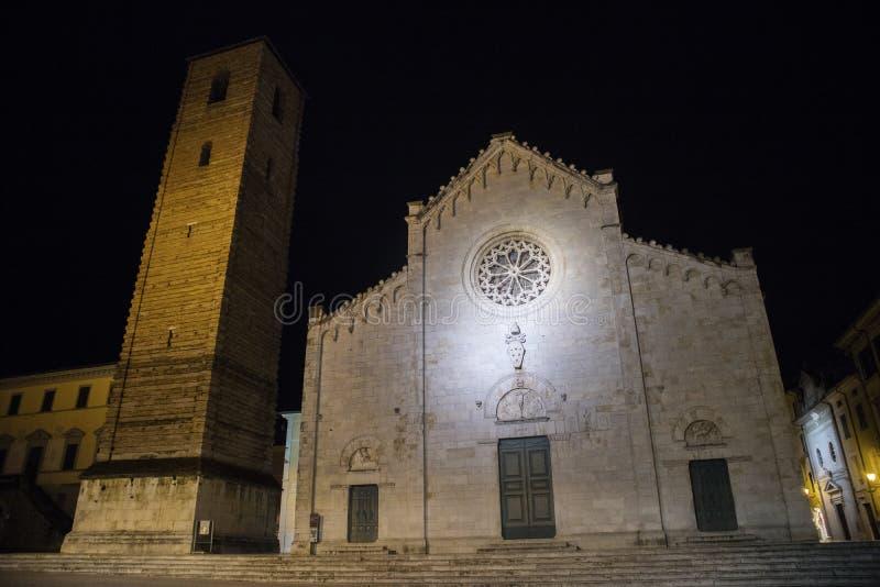 主教座堂广场在皮耶特拉桑塔LU 免版税库存图片