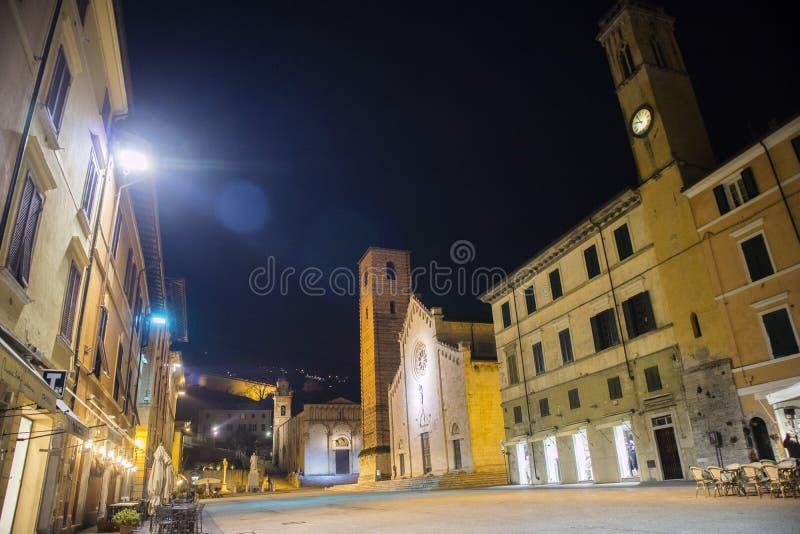 主教座堂广场在皮耶特拉桑塔LU 库存照片