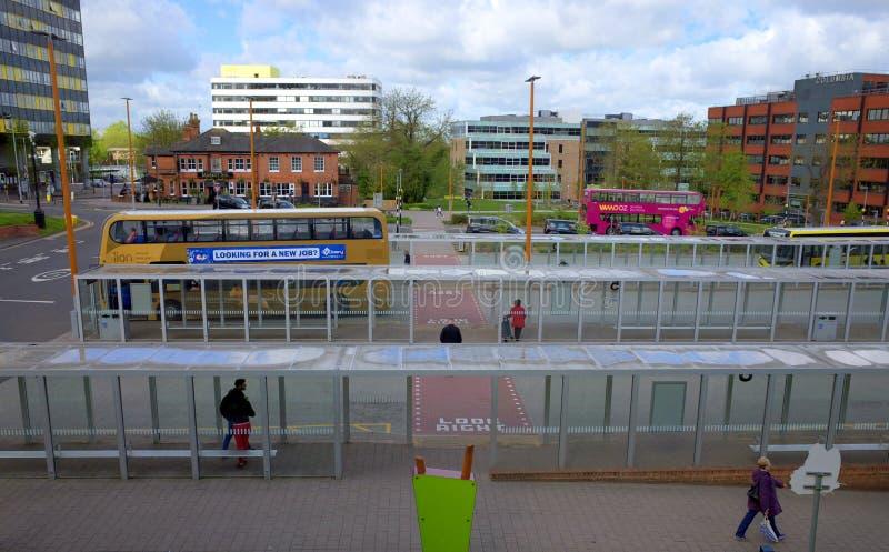 主要公共汽车驻地在布拉克内尔,英国 库存图片