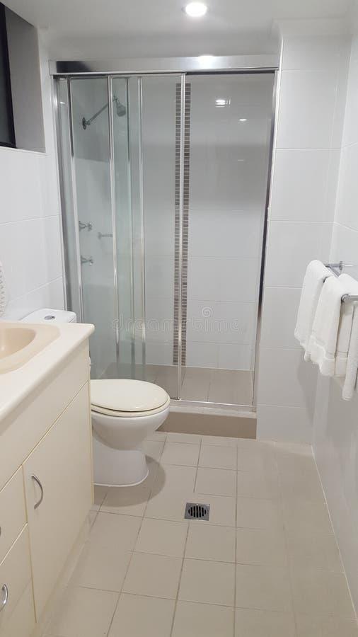 主要卧室的Ensuite卫生间豪华海滨别墅的,Coolangatta,Qld 免版税图库摄影