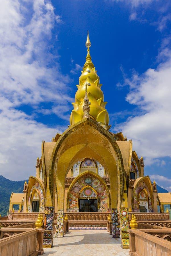主要塔在Wat Phra Pha儿子在碧差汶府泰国的Kaew寺庙 图库摄影