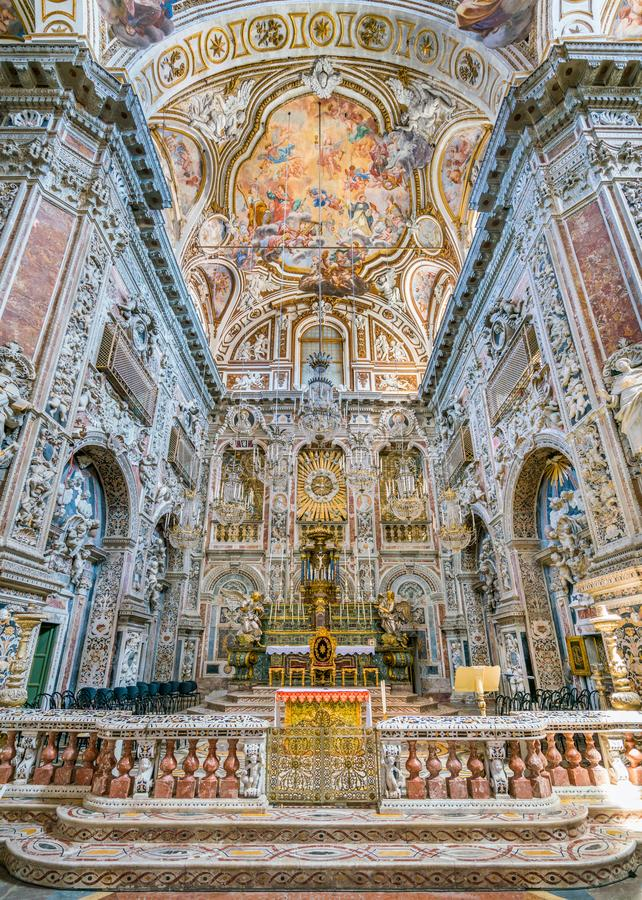主要法坛在圣诞老人Caterina教会里在巴勒莫 西西里岛,南意大利 免版税库存图片