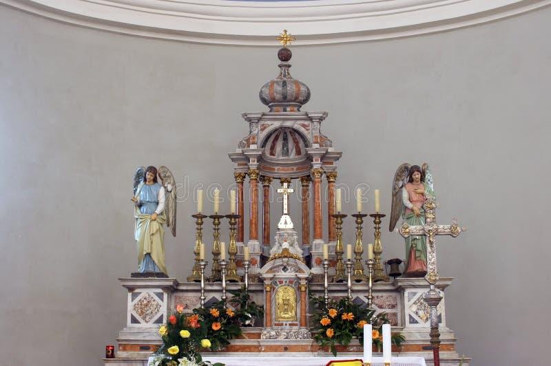 主要法坛在缘膜的卢卡,克罗地亚圣约瑟夫教会里 库存图片