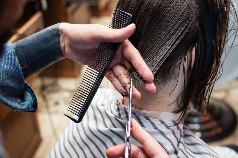 15th, 2018 赞誉, 飞剪机, 梳子, 剪切, 头发, 理发, 美发师, 发型图片