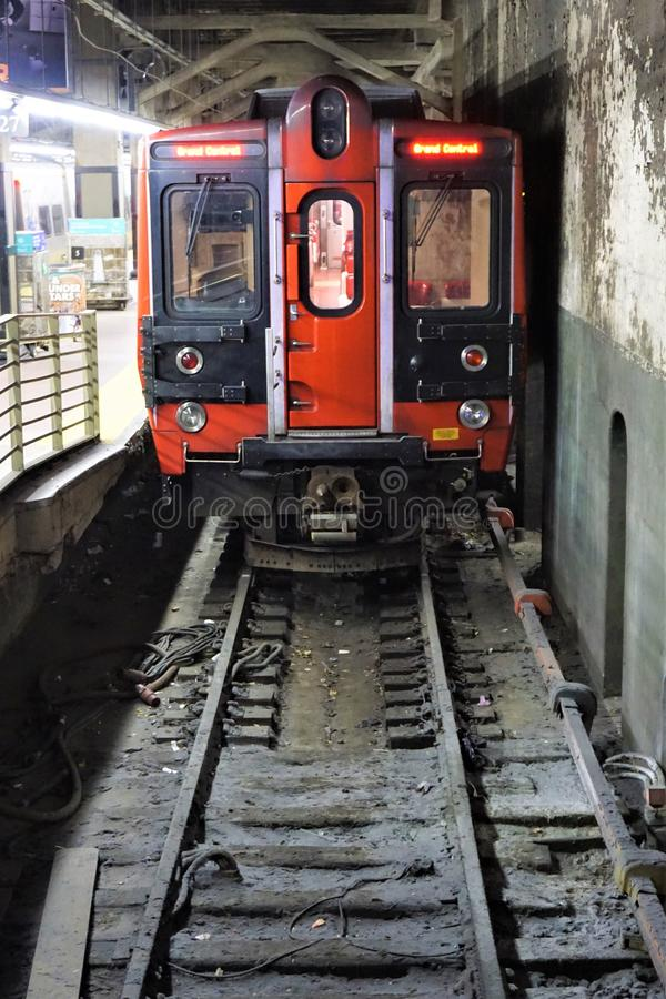 主角在轨道的有轨机动车在盛大中央驻地,NYC 免版税库存图片