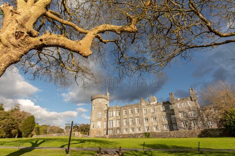 举世闻名的五星dromoland城堡旅馆和高尔夫俱乐部 免版税图库摄影