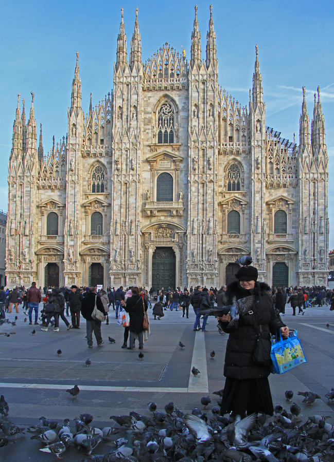 举世闻名的米兰大教堂 免版税库存照片