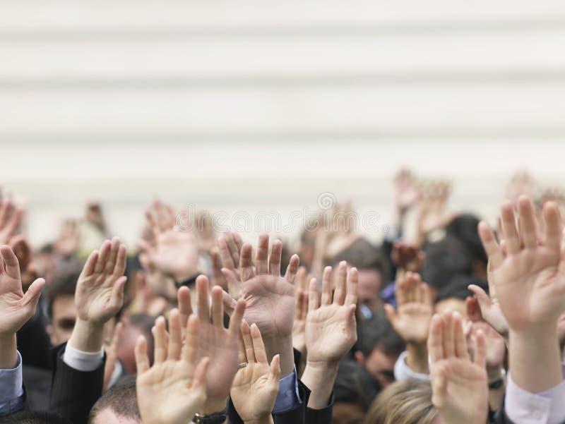 举手的企业人群 免版税库存照片