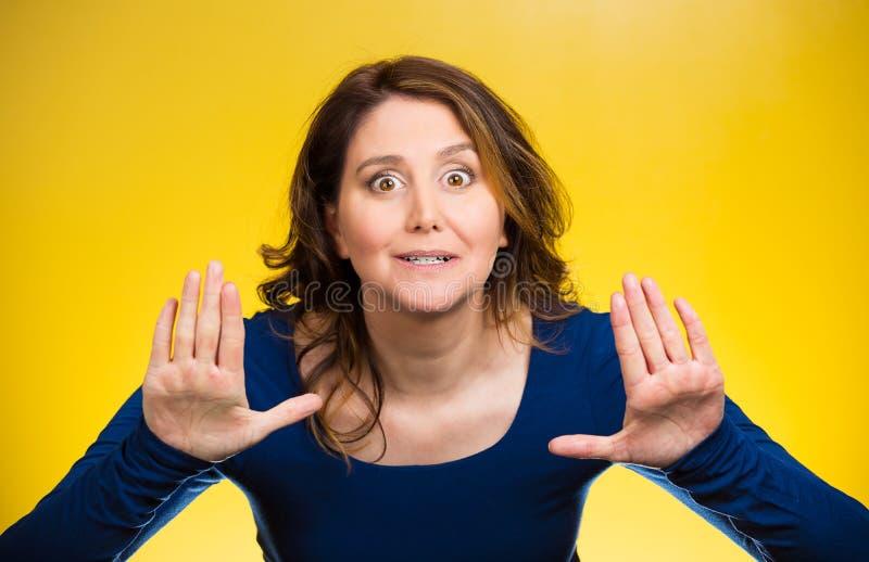 举手的妇女反对,停止那里 免版税库存图片