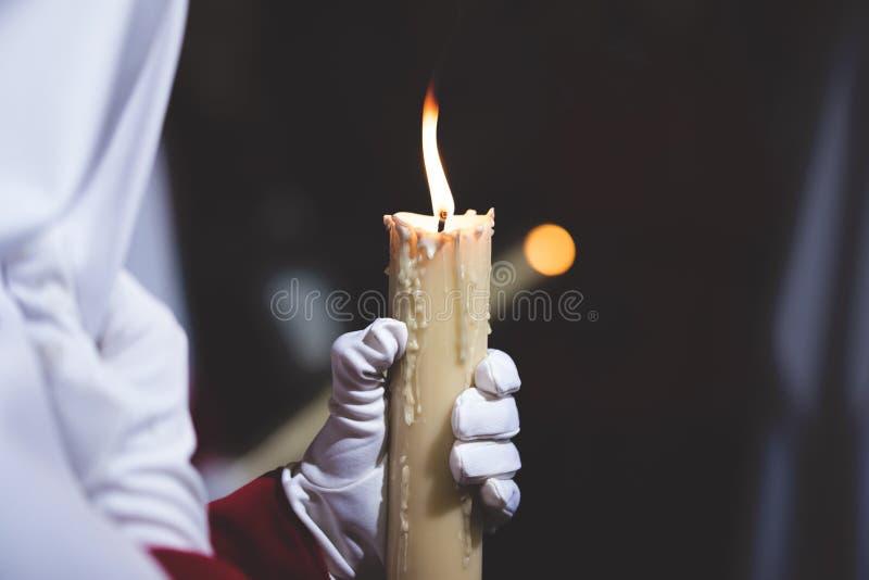 举蜡烛的人 免版税库存照片