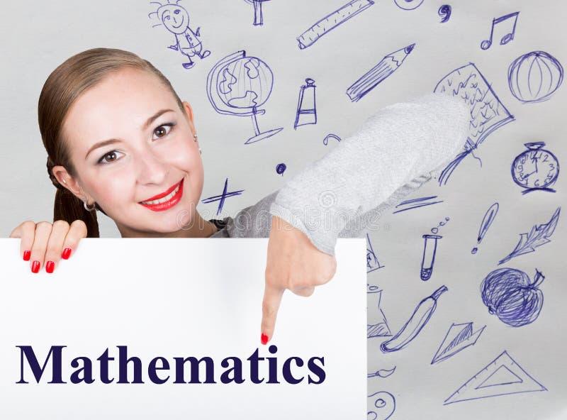 举行与文字词的少妇whiteboard :数学 技术、互联网、事务和营销 免版税库存图片