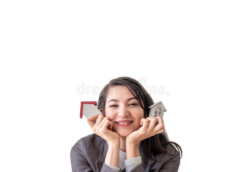 举行两家模型的幸福兴高采烈的年轻女人小木嘲笑在白色背景隔绝的手上 ??  库存照片