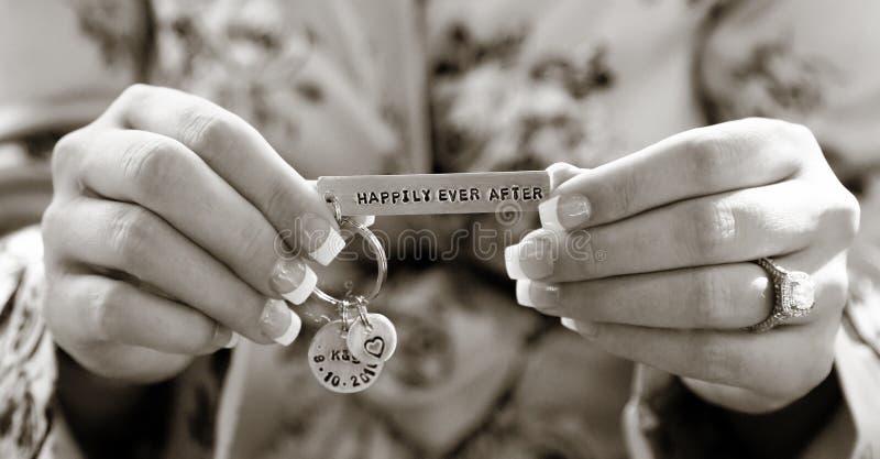 举行婚礼魅力的手 免版税库存照片
