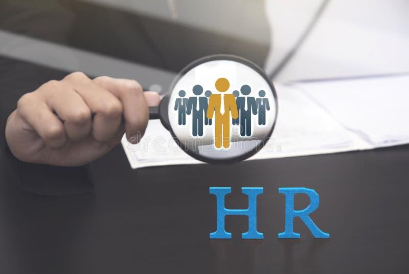举行放大镜搜寻的人力资源 概念HR 免版税库存照片