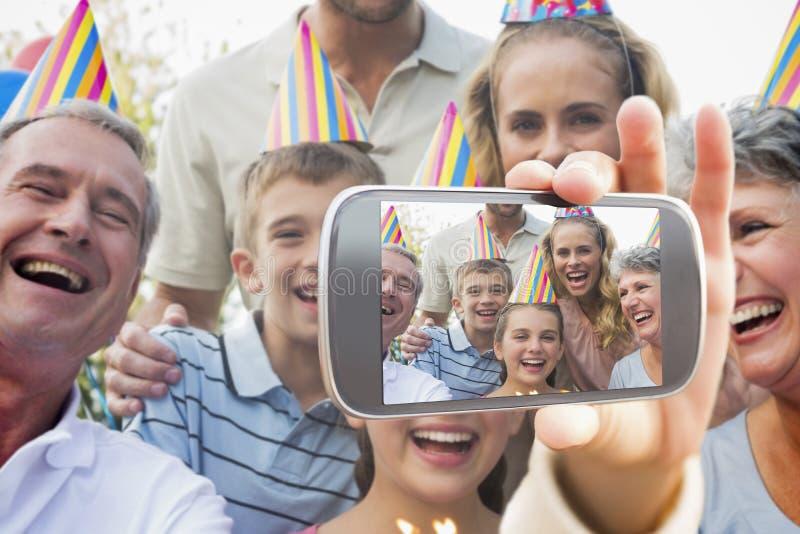 举行智能手机陈列的手的综合图象 免版税图库摄影