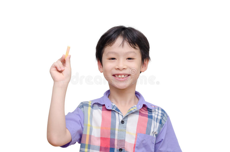 举行白垩和微笑的年轻男孩 免版税库存照片