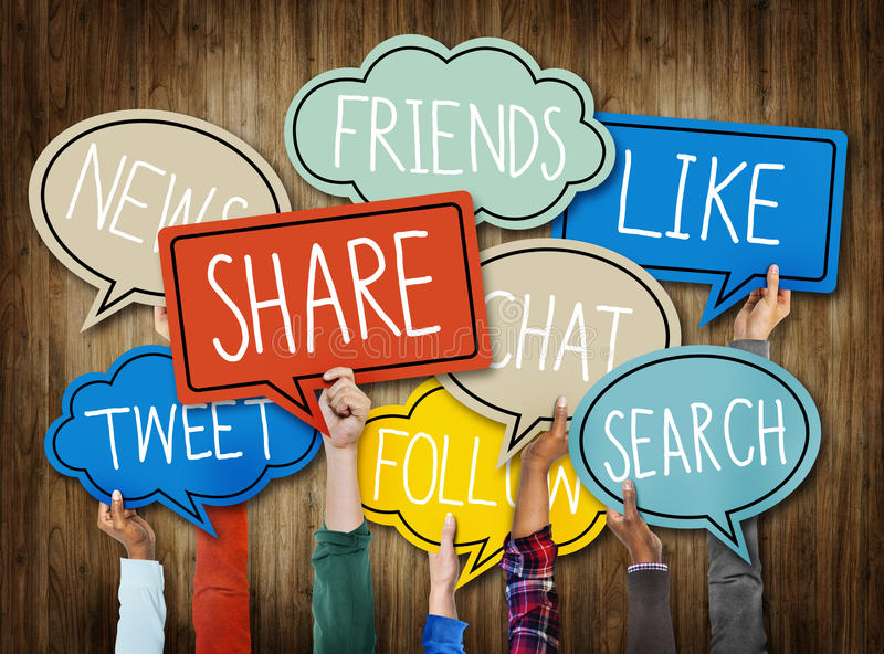 举行社会媒介讲话泡影概念的不同的手 免版税图库摄影