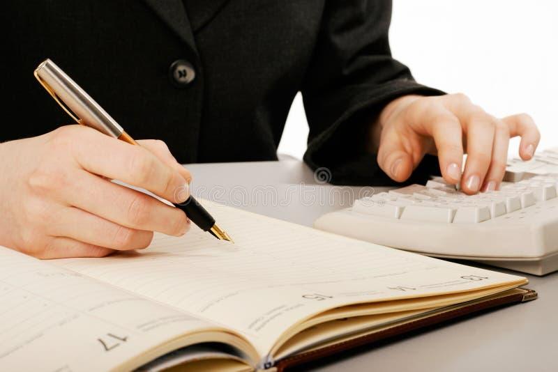 举行笔文字的妇女的手 图库摄影