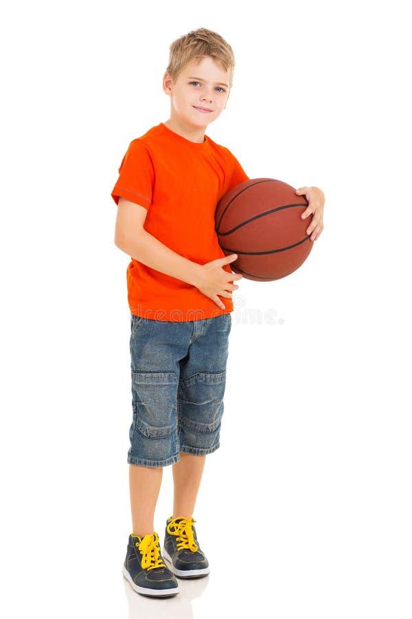 举行篮球的男孩 免版税库存图片