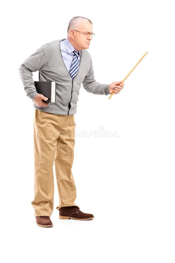 举行鞭子和打手势的一位恼怒的成熟老师 库存图片