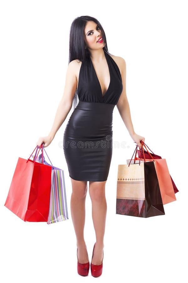 举行购物的时髦的美丽的妇女全长画象  库存图片
