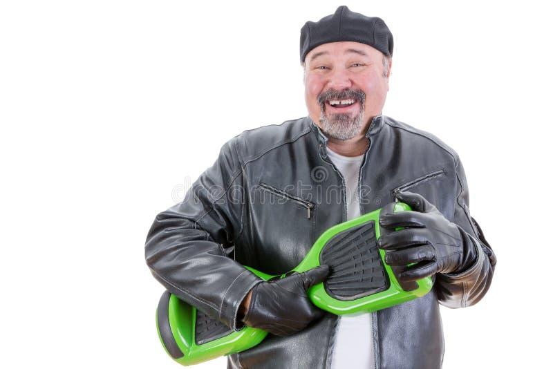 举行hoverboard的笑的人 免版税库存图片