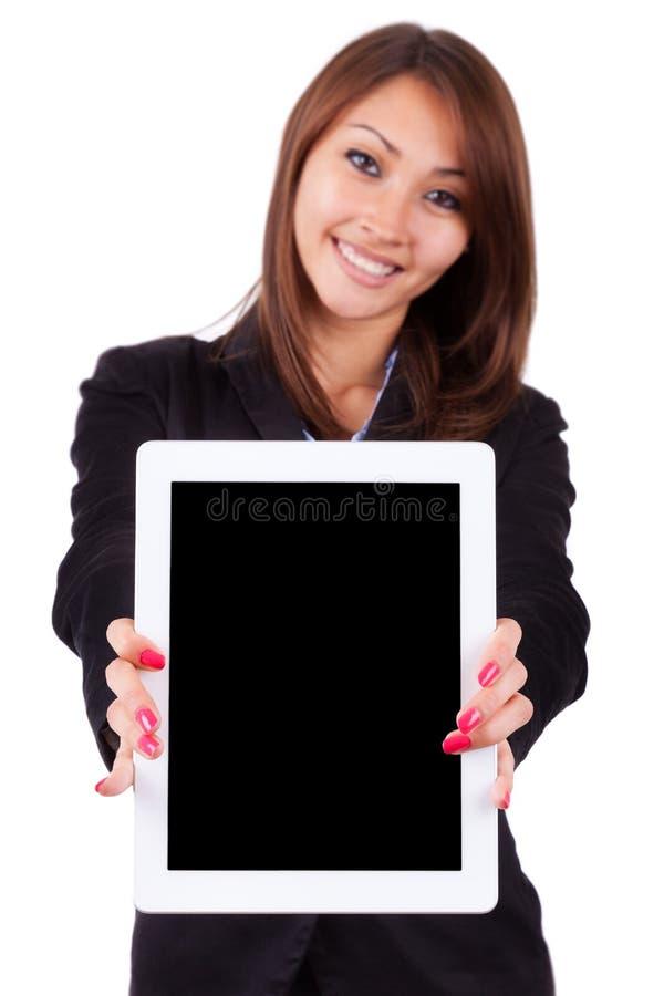 举行ta的一个年轻美丽的亚裔女商人的画象 免版税库存图片