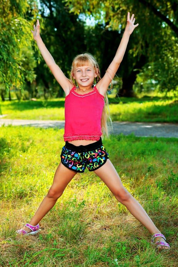 Download 举起手来 库存照片. 图片 包括有 表达式, 快乐, 高兴, 童年, 白种人, 教育, 初学者, 女小学生 - 22355678