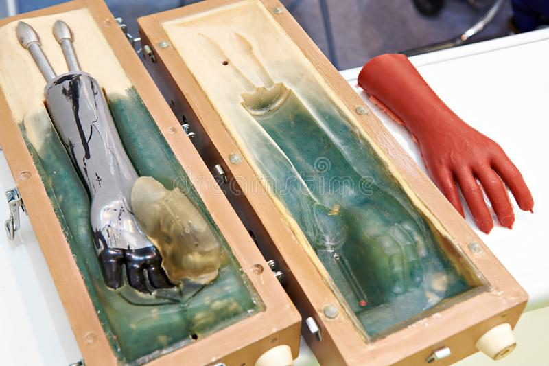 义肢手制造的硅树脂模子  免版税库存照片