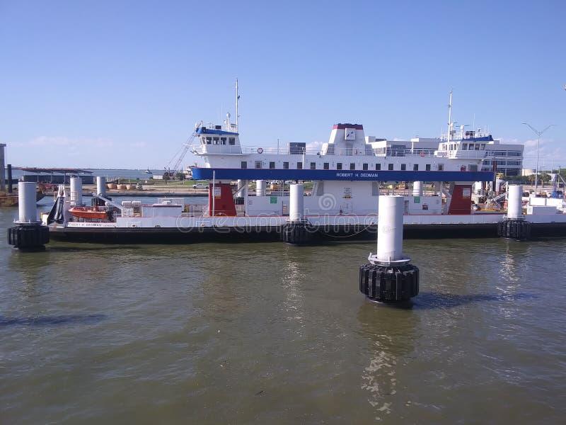 之一五Ferry& x27;把您带从加尔维斯顿得克萨斯对波利瓦半岛的s 库存图片