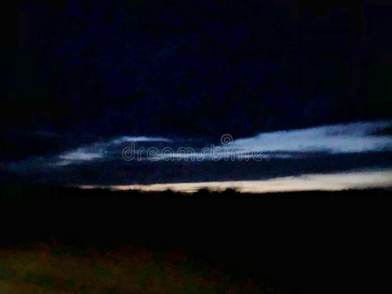 乌云背景在雷暴前的 免版税库存图片