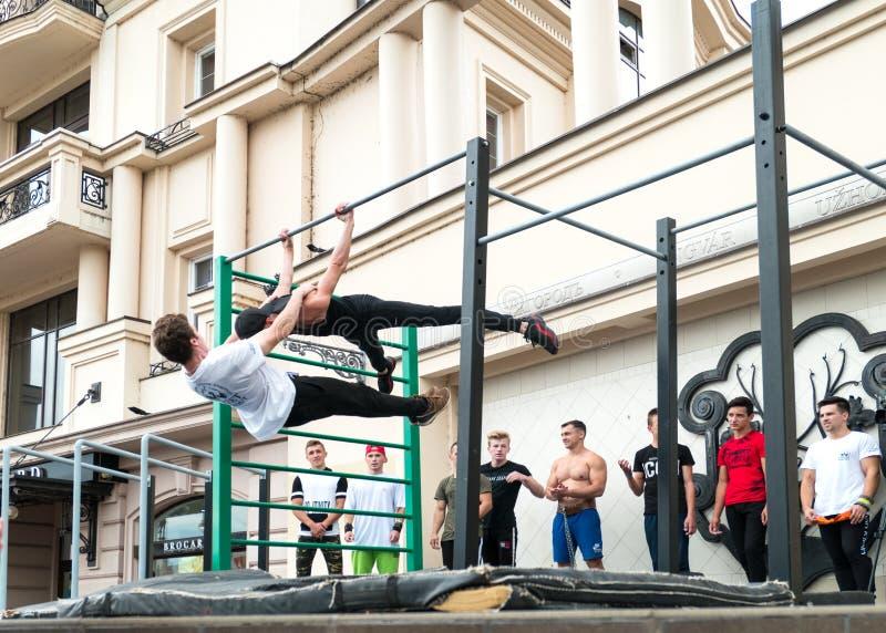 乌克兰乌日霍罗德 — 2019年9月28日:乌日霍罗德街头运动锦标赛不明运动员表演 免版税库存图片