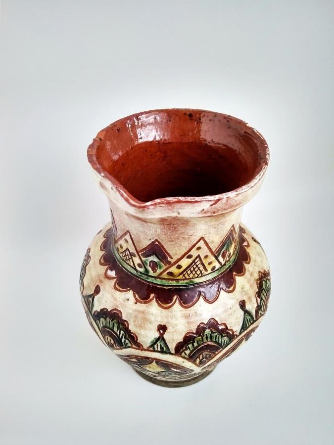 乌克兰传统在白色背景的陶器手工制造水罐 免版税库存图片