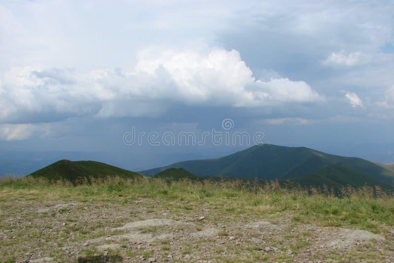 乌克兰喀尔巴阡山脉 在村庄Volovets Zakarpattya地区附近的山脉Borzhava 乌克兰 库存照片