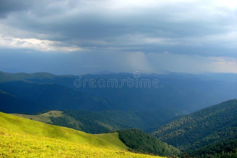 乌克兰喀尔巴阡山脉 在村庄Volovets Zakarpattya地区附近的山脉Borzhava 乌克兰 图库摄影