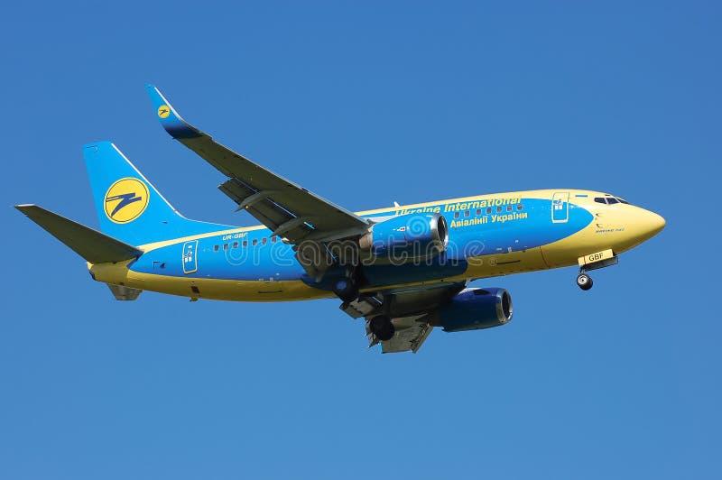 乌克兰国际航空公司波音737 免版税库存照片