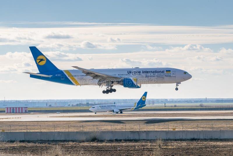 乌克兰国际航空波音B777 免版税库存图片