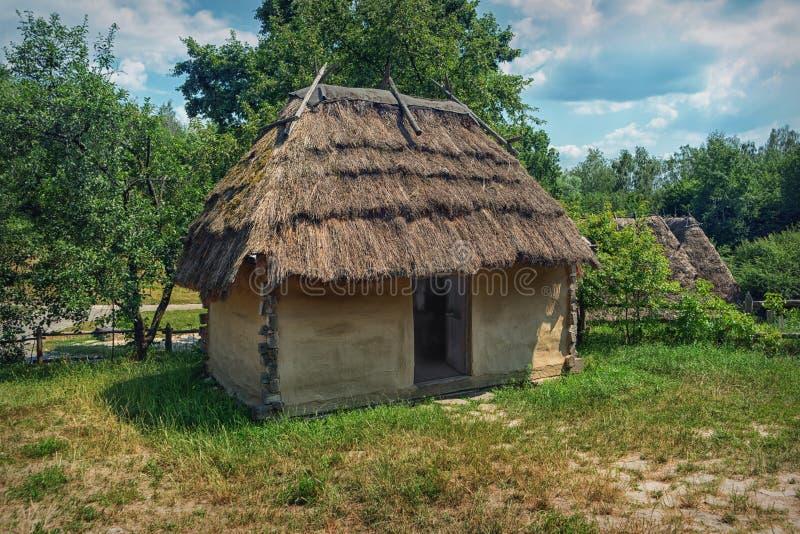 乌克兰地道老农村家的附属建筑 库存照片