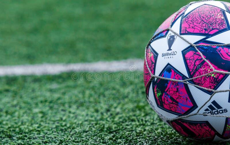 乌克兰基辅–2020年3月3日12日:2019/20年欧洲冠军联赛赛季正式比赛球伊斯坦布尔阿迪达斯决赛 库存照片