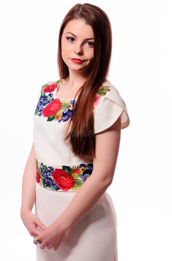 乌克兰女孩佩带的国民绣了在白色隔绝的衬衣 库存图片