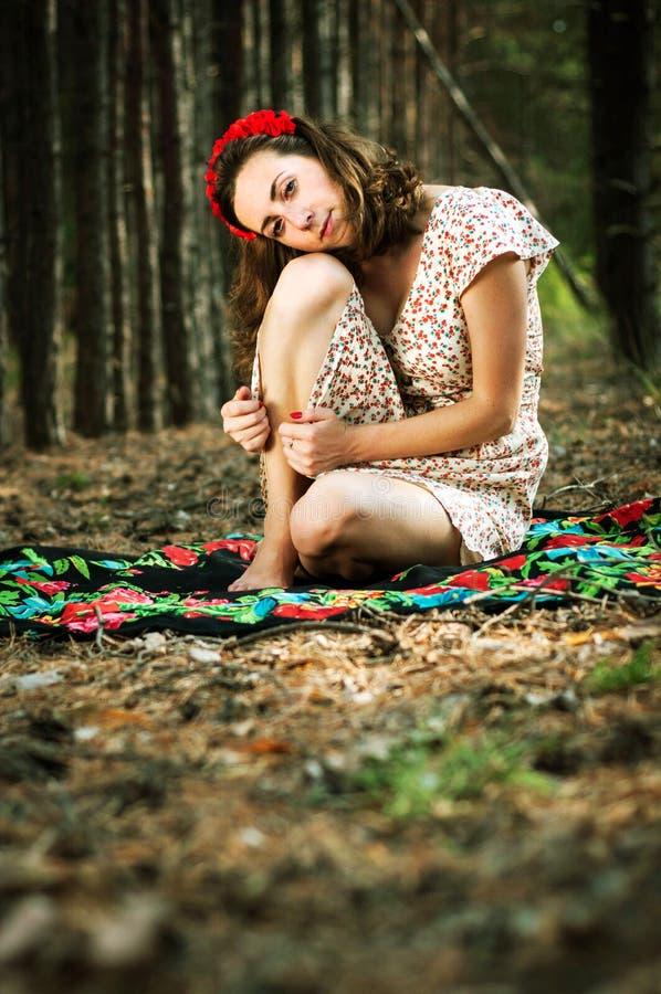 乌克兰女孩在森林里 图库摄影