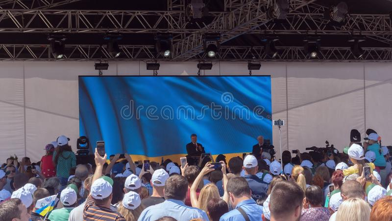 乌克兰总统Petro波罗申科在与城市的居民和工作者的会谈期间造船厂的Nibulon 库存照片