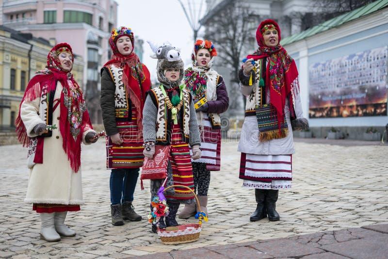 乌克兰民歌唱诗班的圣诞歌颂歌 乌克兰,基辅,米哈伊洛夫斯卡娅广01/19/2020 库存图片