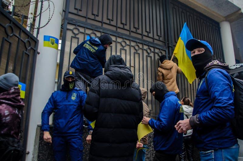 乌克兰爱国者抗议在俄罗斯联邦的一般领事馆的附近在反对俄罗斯的侵略的傲德萨 库存图片