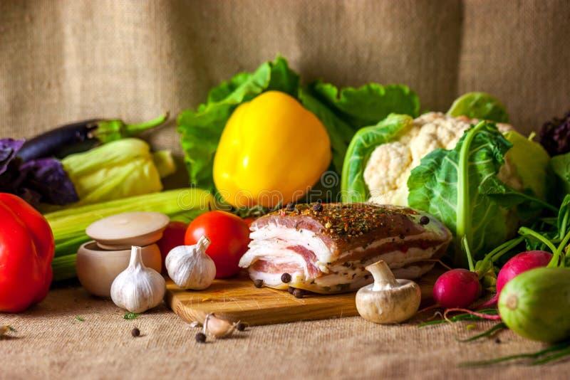乌克兰静物画猪油和菜 库存图片