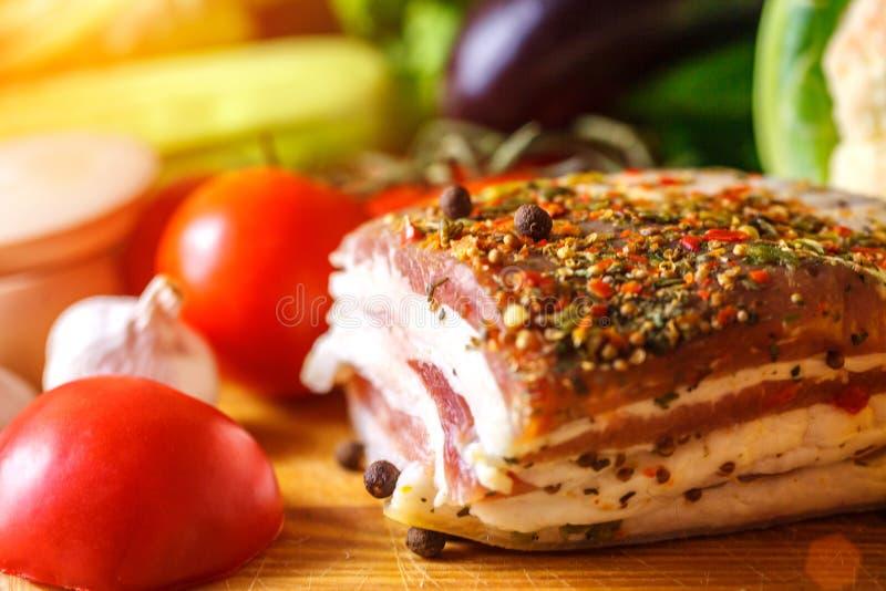 乌克兰静物画猪油和菜 免版税库存照片