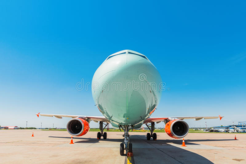 乌克兰, Borispol - 5月22 :航空器航空公司Windrose在Borispol 2015年5月22日的国际机场在Borispol,乌克兰 库存图片