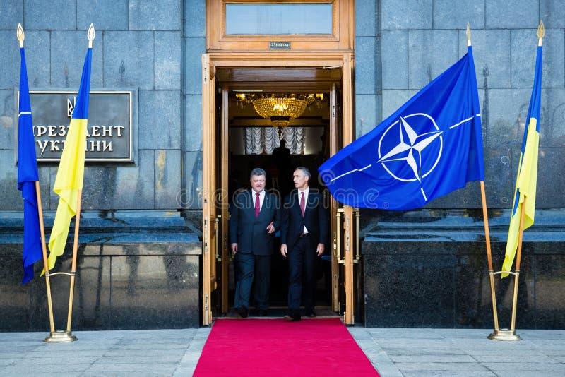 乌克兰总统波罗申科和延什北约秘书长 库存照片