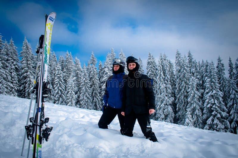 乌克兰 Bukovel 2013年2月11日 滑雪者滑雪在冬天s 库存照片